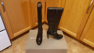 Women's Rockport High Heel Black Boots - Like New Condition