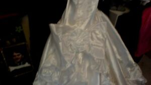 Princess Wedding Gown and Veil with Accessories - Reduced Peterborough Peterborough Area image 7