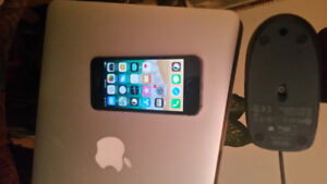 9.5/10 in condition iPhone 5s 16gb unlocked/space grey