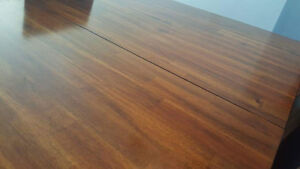 Beautiful solid wood dining table 4 - 6 seater. Windsor Region Ontario image 4