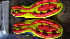 Under Armour  SIZE 2 soccer cleats
