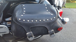 Saddle bags leather and hardware / Saccoche en cuir avec attache