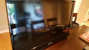 """Samsung 32"""" DEL TV with Bluray and Wall mount!"""