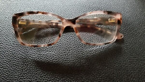 Selling a pair of authentic Gucci glasses