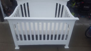 Baby Cache Windsor Crib and Sealy Soybean Natural Mattress