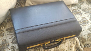 Briefcase, leather preowned in good condition $20
