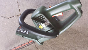 18 inch Black and Decker hedge trimmer