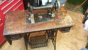 1920s Singer Sewing Machine and Table