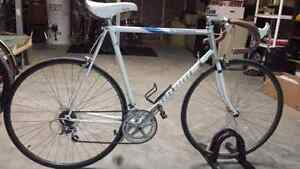 Selling vintage 1986 Miyata road bike