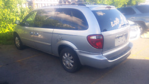 2006 Chrysler town and country stow and go