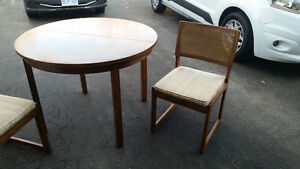 """40"""" Round table + 2 chairs set London Ontario image 4"""