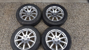 215/60/R17 Michelin X ice winter tires on Aluminum Rims TPMS inc
