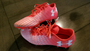 Ladies, under armour soccer cleats. Size 8.5, worn once.