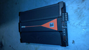 Dual 1200 Watt 4 Channel Amp with Wires Peterborough Peterborough Area image 1