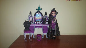 Ever after high Raven queen and vanity