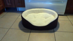 Small Dog Bed ( NEW ) only $15 (Sweet)