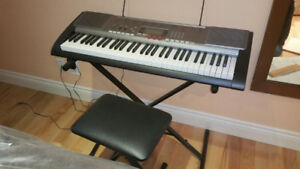 Electronic keyboard with bench Casio LK-230. Clavier electroniqu
