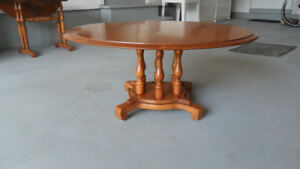 Table de salon Roxton, horloge colonial