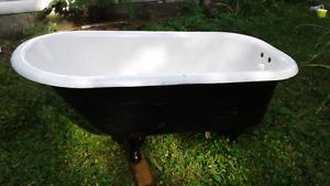 Bain sur pieds en fonte - cast iron bathtub