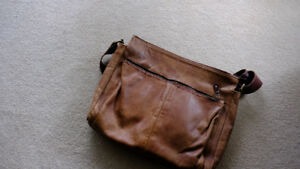 Roots Messenger Bag Leather