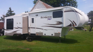 2014 28.5FT SUNDANCE XLT FIFTH WHEEL TRAILER