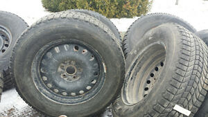 245/65r17 4 Winter Tires on Rims for Toyota Venza Gatineau Ottawa / Gatineau Area image 3