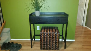 Entrance Table with Wicker Block