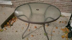 "42"" diameter glass top patio table"