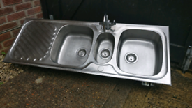 Sink 2.5 + drainer Stainless steel.