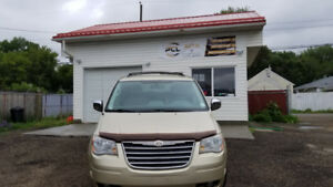 2010 Chrysler Town&Country **Loaded** Heated Leather Seats!!