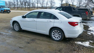 2014 Chrysler 200 *heated seats*  low km