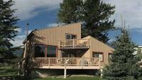 INVERMERE/WINDERMERE!Ski Chalet! 4 Br! Free Panorama Ski Passes!
