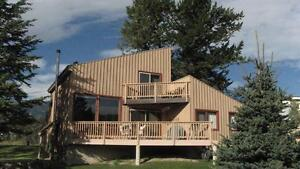 Invermere! 4 Br Summer Home!Golf!Beachs!Boat!Swim!Hot Springs!