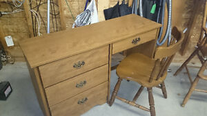Student desk in excellent condition