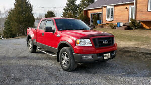 Pick-up Ford FX4 rouge