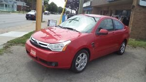 2008 FORD FOCUS SE - LOW KM , LEATHER, SUNROOF