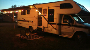 30 FT LONG 1995 Ford Motorhome  $7000.00