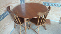 MAPLE TABLE, 2 CHAIRS & 2 LEAFS IN GREAT SHAPE - DELIVERY AVAIL