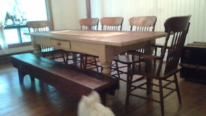 Table Antique + 5 chaises + banc