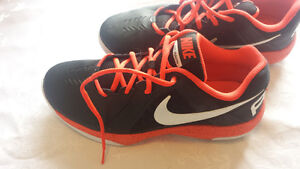 Size 9 nike air basketball court shoes