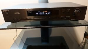 SONY ST-JX411 - AM / FM Tuner in Mint Condition