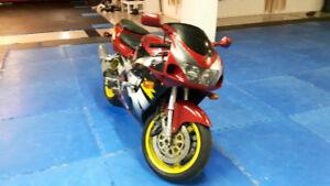 Moto suzukisra750