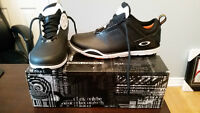 Oakley Mens Golf Shoes Size 8 (NWT)