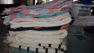 Lot de vêtements pour fille d'environ 8 ans 514-466-8363