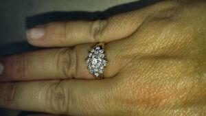 Bague 14 karat avec plusieurs diamants