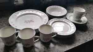 4 place setting of dishes