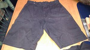 Bermuda et 3 pantalons de la gamme de Nouvelles Frontières