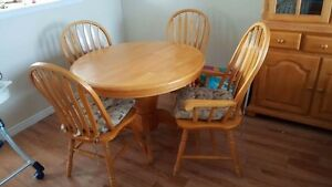 Solid Oak Dining table and Hutch set