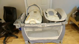 Graco Pack 'n Play Playpen with Bassinet and Change Pad