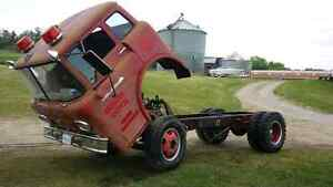 FORD C600 CAB OVER / COE / RAT ROD PROJECT  / FARM TRUCK / 1958